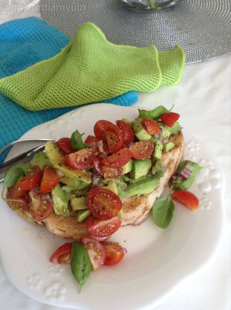 Avocado & tomato bruschetta