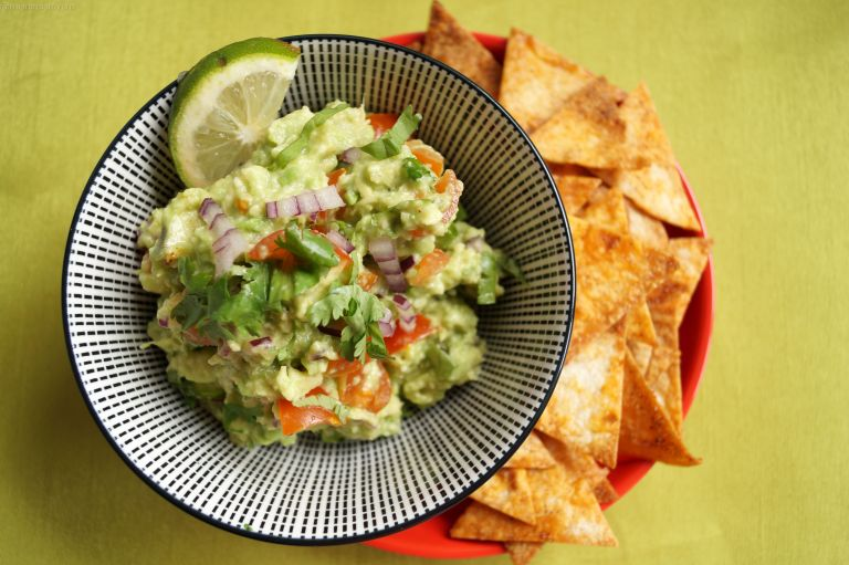 Guacamole & homemade tortilla crisps