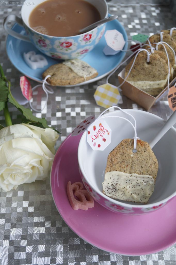 Earl Grey tea bag biscuits
