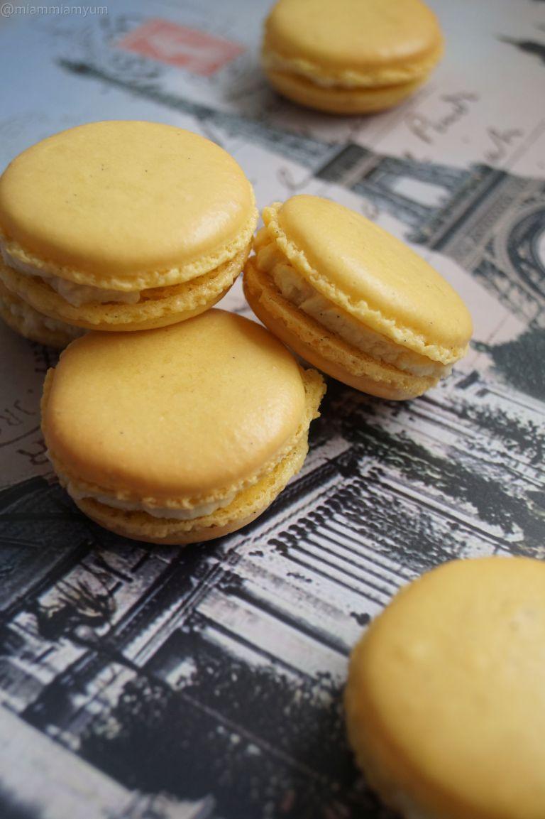 Lemon & vanilla macarons