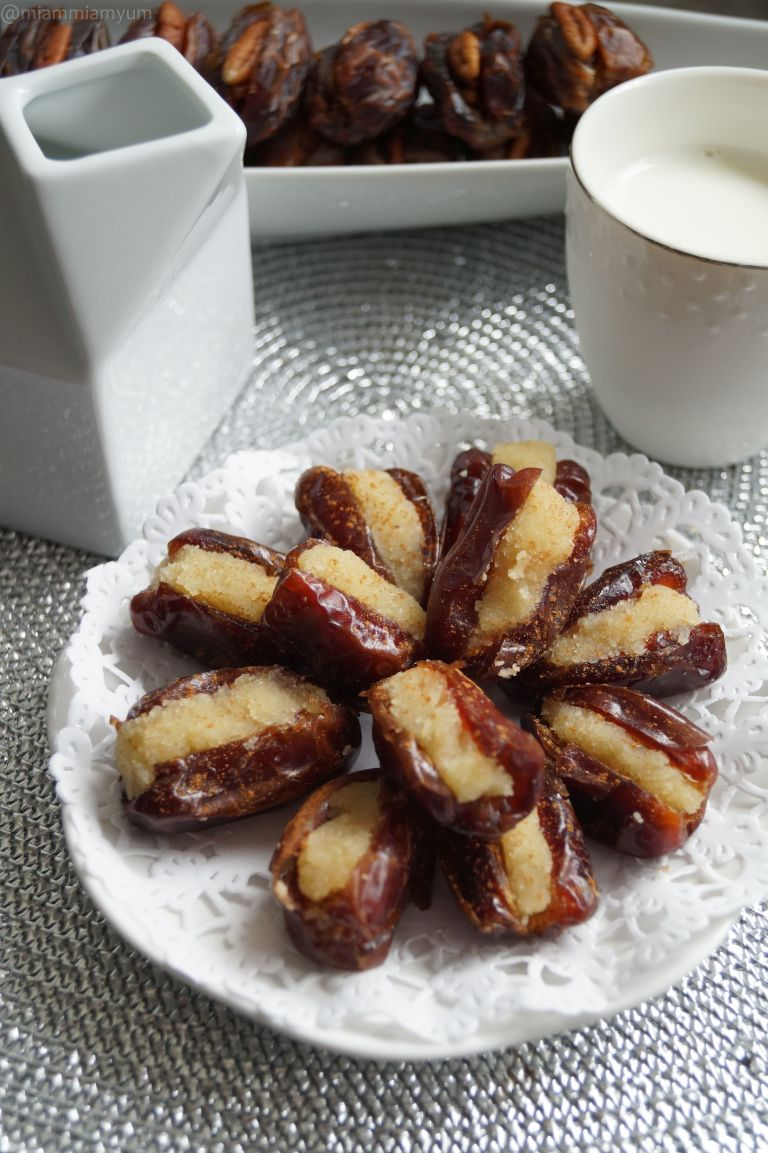 Almond stuffed dates 1