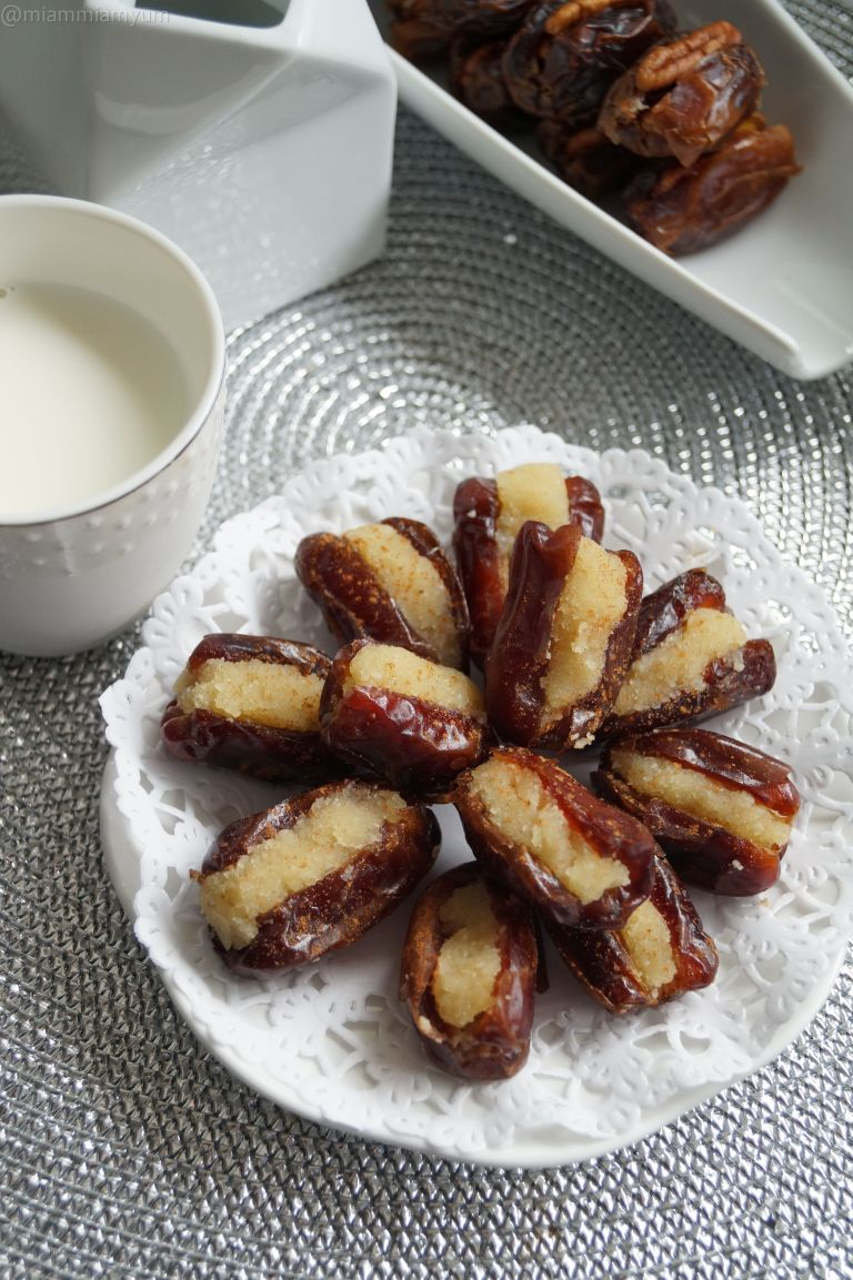 Almond stuffed dates 2