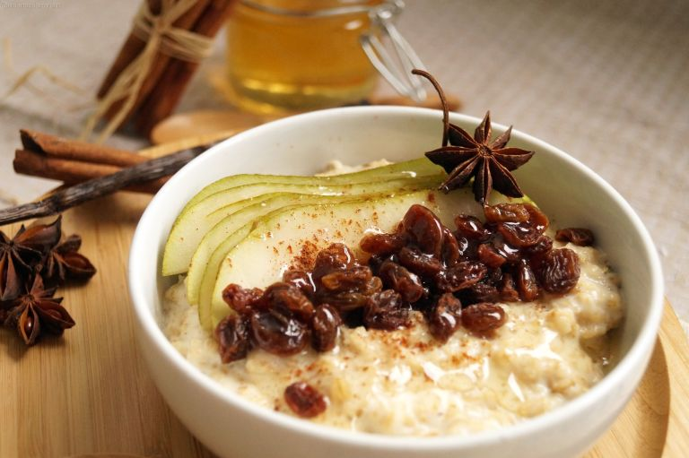 pear-raisins-spiced-porridge