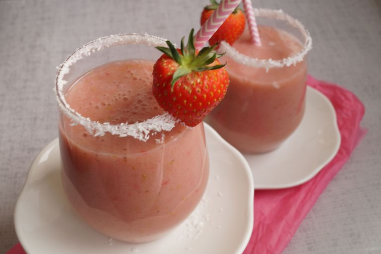 Strawberry coconut smoothie 1