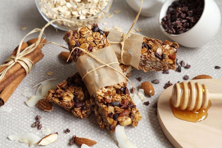 Almond, coconut & honey granola bars 1