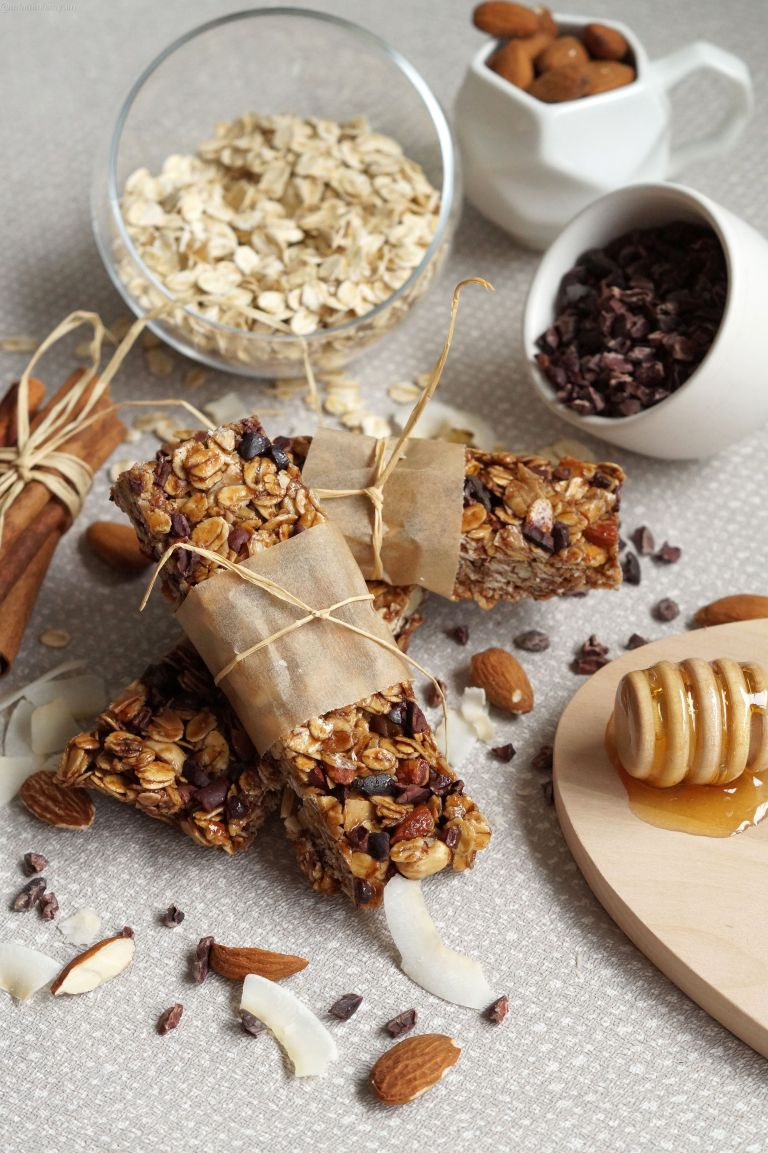Almond, coconut & honey granola bars